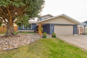 Fantastic home on a large lot in St. Albert