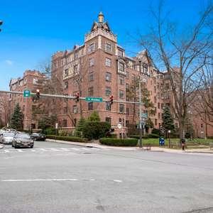 2 Westchester Ave, White Plains, NY 10601, 2P