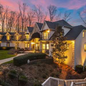 Gated Milton Estate Offering Privacy & Serenity!