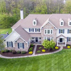 Luxury Living in Cumberland Ridge!