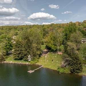 Cottage on Candlewood Lake/Squantz Pond