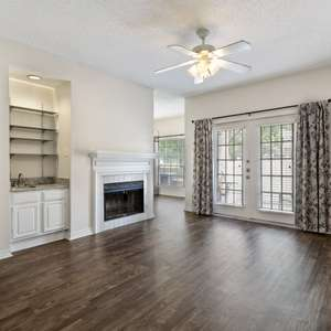 Super charming 2-bedroom 1 bath, First Floor condo located in the Woodlands Condos overlooking the greenspace.