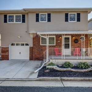 4BR/2.5 Bath Home in Union Beach with Room for Your Boat