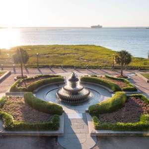 Luxury Condo overlooking Waterfront Park
