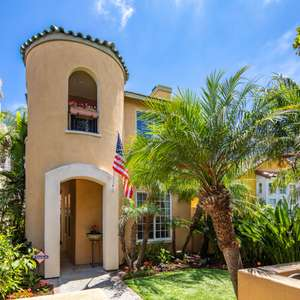 Central Village location just steps from San Diego Bay, Shops, and Restaurants!