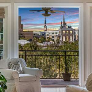 Downtown Living at its Best - Luxury Flat in Doorman-Serviced Building