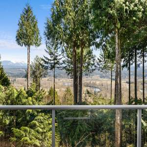 Gorgeous valley and mountain views enchant and captivate!