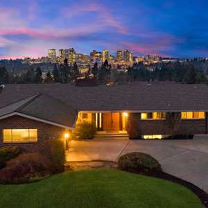 Woodridge - Bellevue's Best Kept Secret!