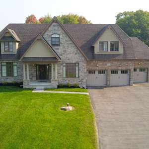 Stunning Home on 3/4 acre Ravine Lot!