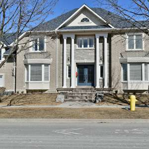 John Boddy Home in Desirable Pickering Village