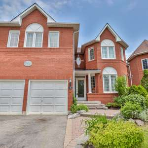 Beautiful Home Located In A Family Friendly Neighbourhood in Whitby