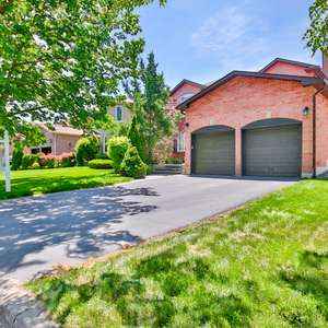 Beautiful Home Featuring In-Ground Pool Located In A Family Friendly Neighbourhood