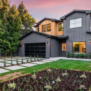 Lux newly constructed, striking modern farmhouse!