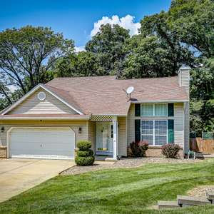 Lovely Home with a Finished Lower Level in Stone Gate Hills