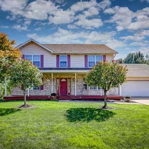 Beautiful 2-Story in Hunter's Crossing Backs to the Lake