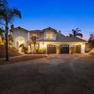 Fully Remodeled Pool Home
