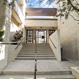 Remodeled ready to move in Condo in Studio CIty