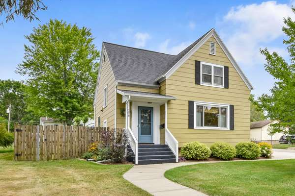 Updated and expanded 1936 cottage steps from Downtown Dodgeville!