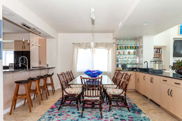 Breakfast bar and dining room with open floor plan, blending into the living room and kitchen, with magnificent views of the Gul