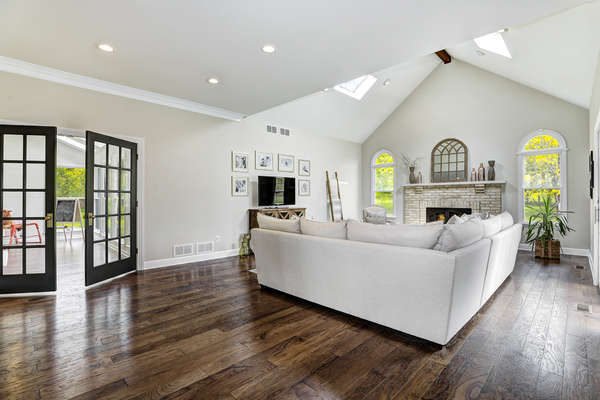 GREAT ROOM OPENS TO CONSERVATORY