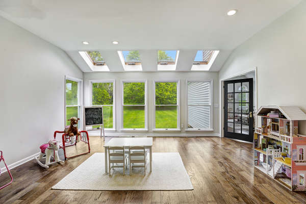 CONSERVATORY FILLED WITH NATURAL LIGHTING