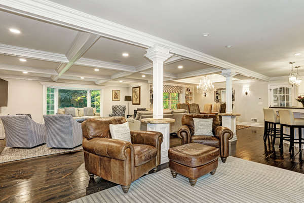 LOUNGE AREA/LEISURE WITH WET BAR