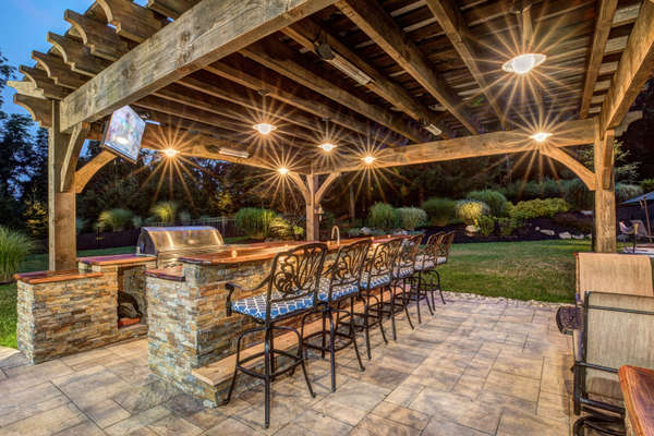 PERFECT FOR CROWD SIZE OUTDOOR ENTERTAINING