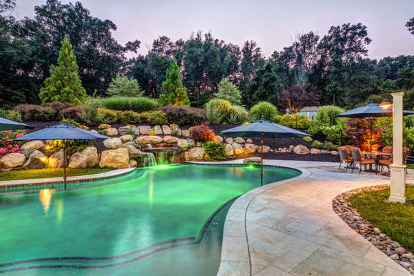 THE POOL LIGHTING CAN BE SET TO DISPLAY MANY DIFFERENT COLORS FOR AMBIANCE