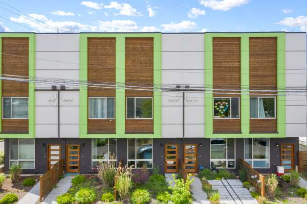 Like-New Modern Townhome in the Vibrant West Seattle