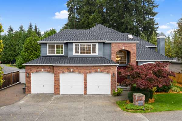 A gorgeous Murray Franklin resale in sought-after Cascade Ridge