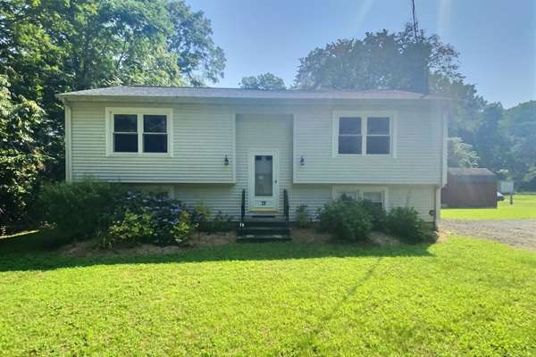 RARELY AVAILABLE MOODUS LAKE SHORE ASSOCIATION HOME - PRIVATE BEACH & DOCK