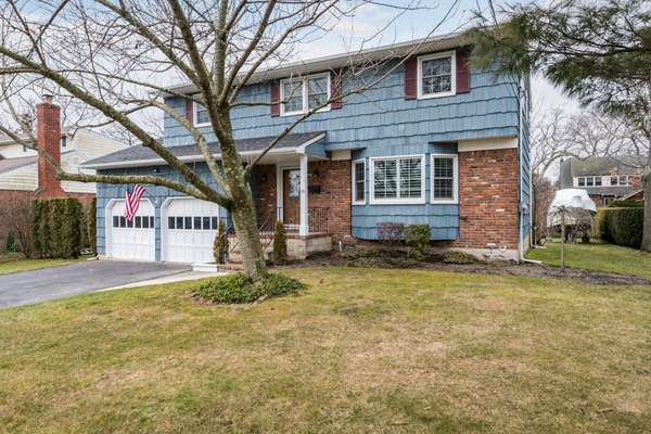 Here is your chance to own in the highly desired Sequams Colony Section of West Islip!