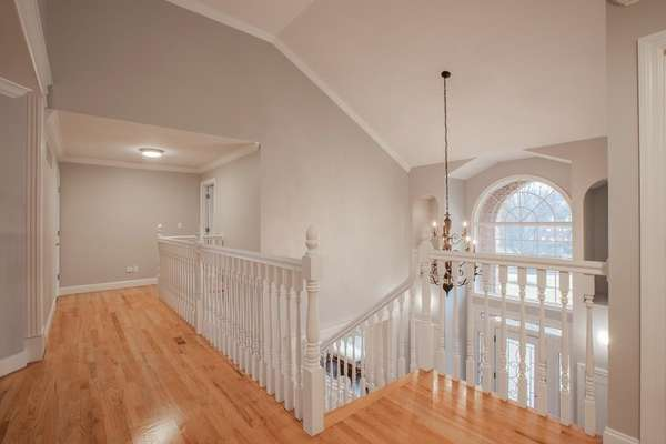 Spindled T-Shape Staircase