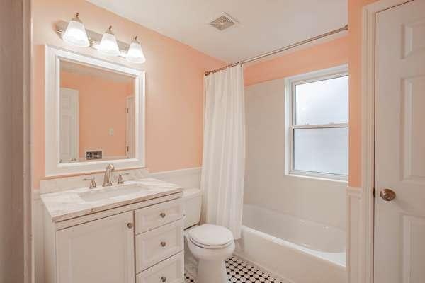 Upper Level Full Hall Bathroom
