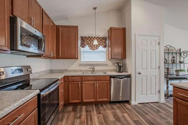 Stainless Steel Appliances, 42 Inch Cabinetry