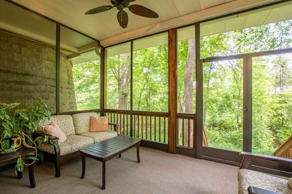 Lower Level Screened-in Porch
