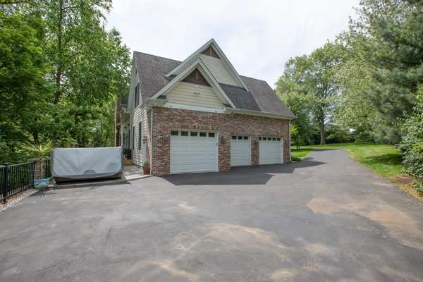 Oversized / Heated 3-Car Attached Garage