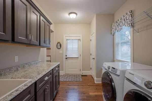 Main Floor Laundry / Mudroom