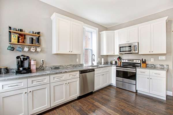 42 inch Shaker Cabinetry with Crown Molding