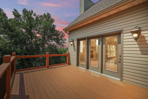 Spacious Deck off the Hearth Room